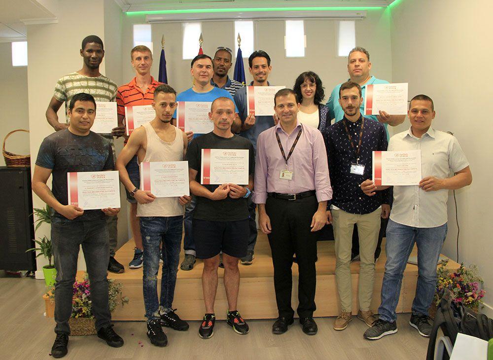 Alumnos Fundación INTER del curso Práctico del Automóvil
